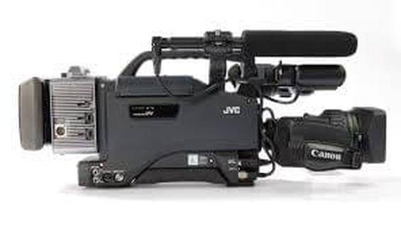 Професионално видеозаснемане с трета раменна камера JVC GY-DV 5101 L16.