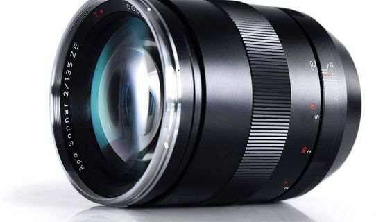 Нов обектив Zeiss APO SONNAR 135MM F/2 T* ZE за Canon