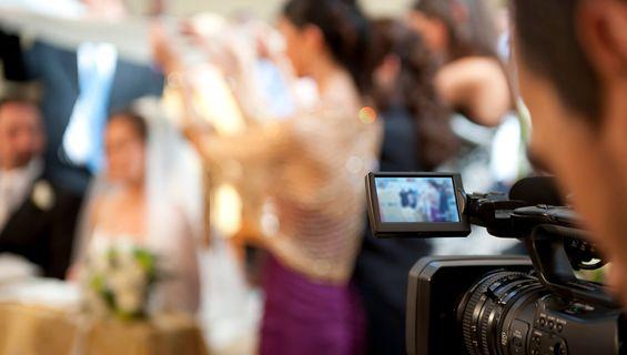 Сватбеното видеозаснемане празнува 8 години.