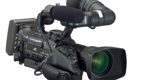 Нова професионална камера JVC GY-HM700E.