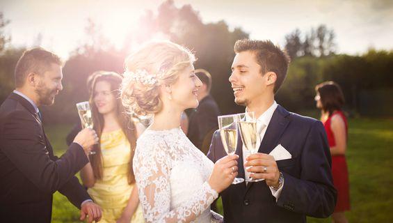 Сватбеното видеозаснемане празнува 6 години.