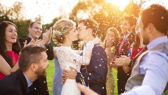 Сватбеното видеозаснемане празнува 11 години.
